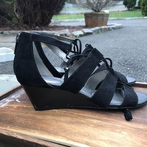 BLACK WEDGE WITH LACE